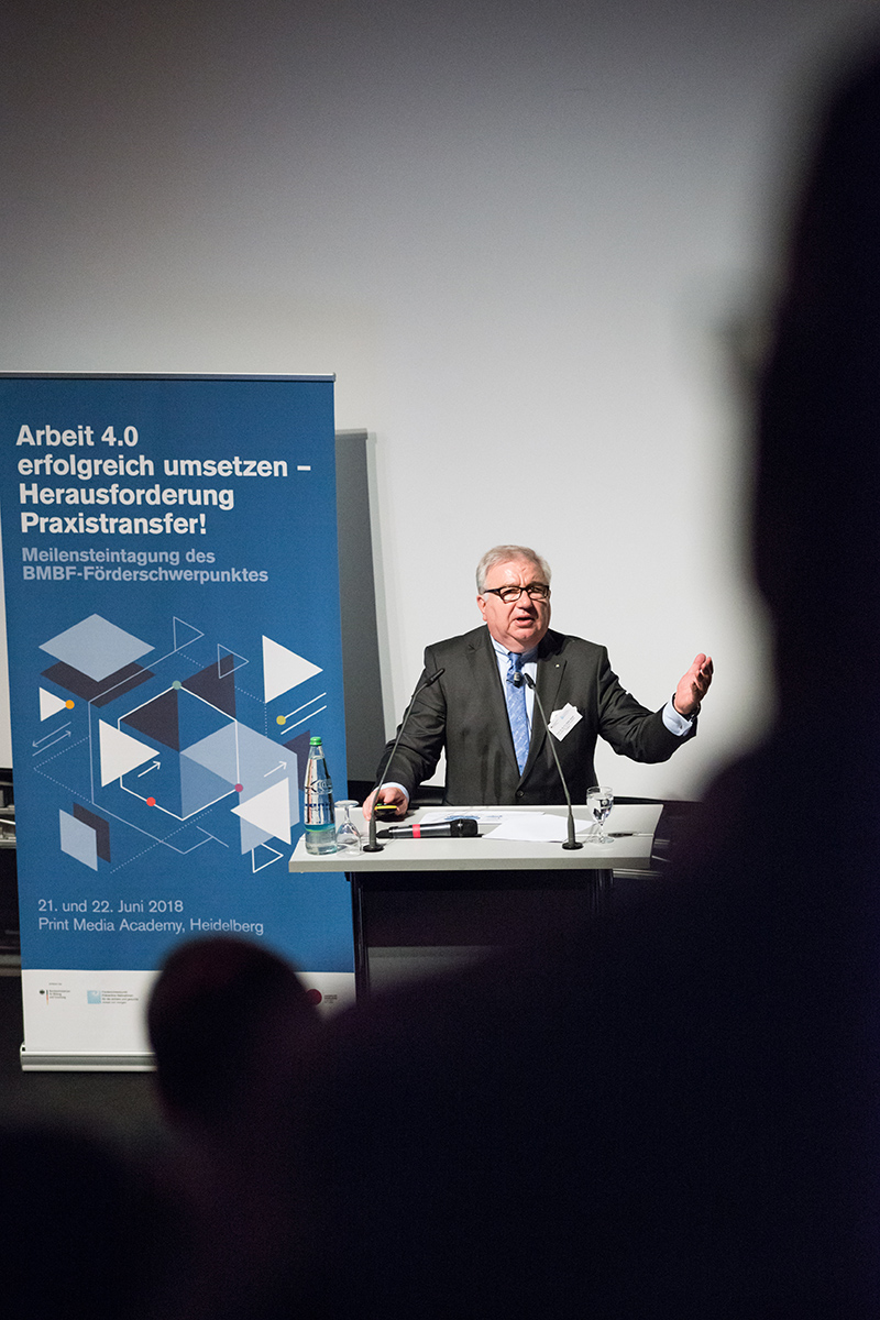 Prof. Dr. Dieter Spath hält Keynote zur digitalen transformation in die Arbeit 4.0.